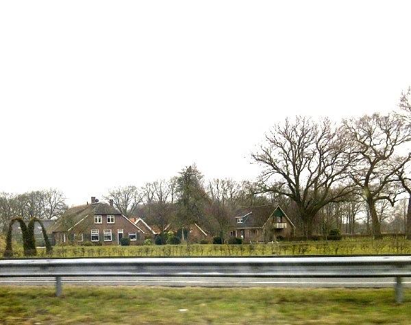 Struikreclame van McDonald's langs de A1 bij Holten