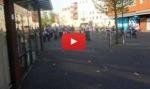 de fanfare loopt door Hilversum