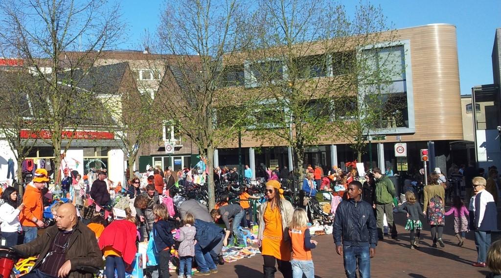 Zeswoordenverhaal Geld ligt op straat Hilversum Koninginnedag 2012