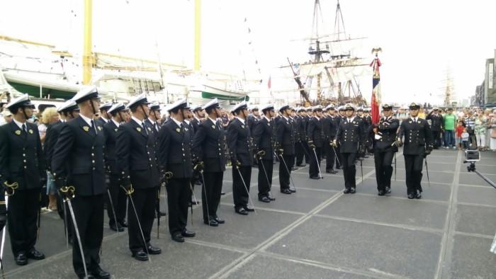 Crewparade, bemanning Esmeralda sluit mars af