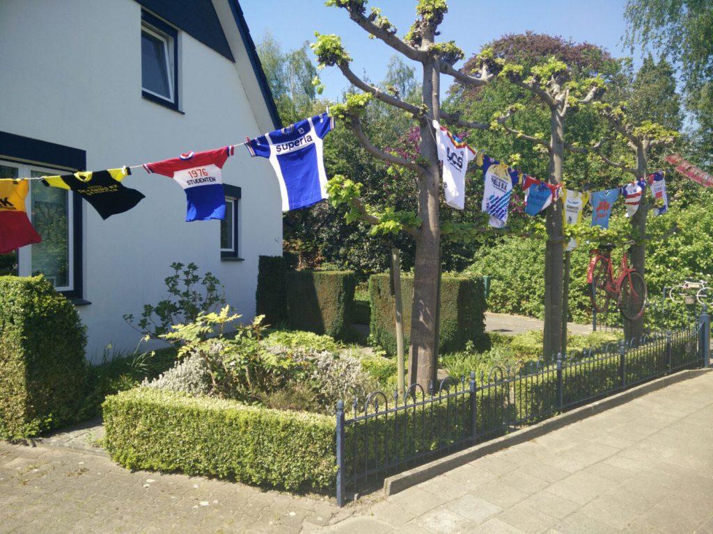 Giro 24 truien in de tuin in Lochem