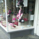 Roze etalages tijdens de Giro in Gelderland