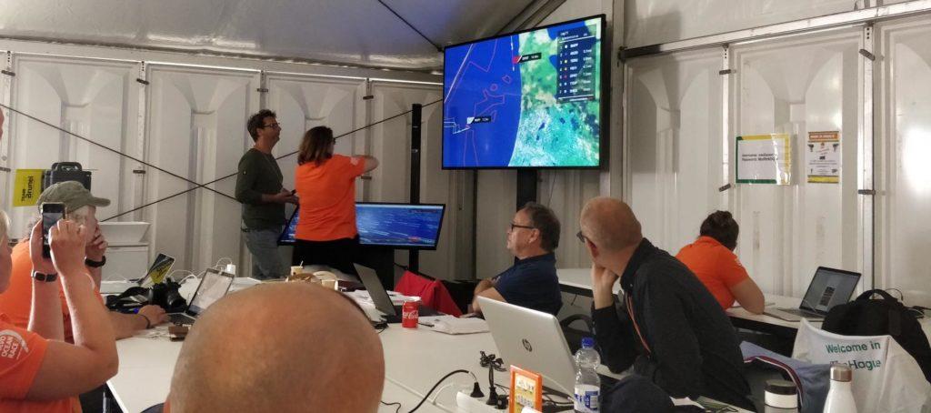 Finish Volvo Ocean Race Den Haag Scheveningen 2018 spannende strijd wordt bekeken in het mediacentrum