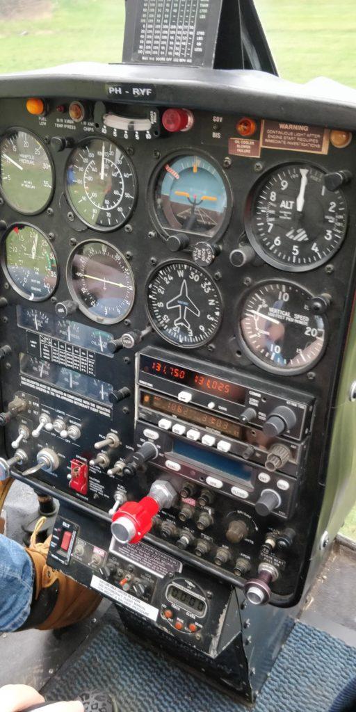 meters en knopjes in de helikopter - Opkikkerdag