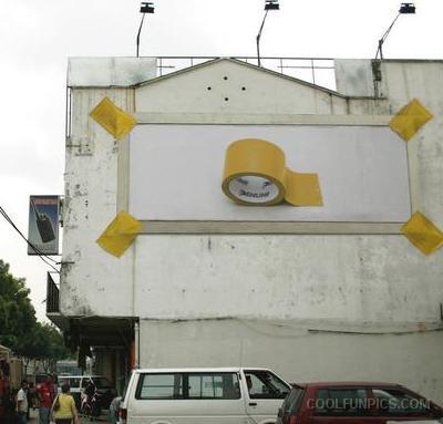 Billboard voor tape, vastgest met Tape