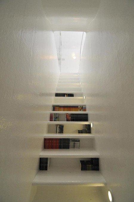 boekentrap boekenkast met vakken en tevens boekentrap boekentrap boeken onder de treden