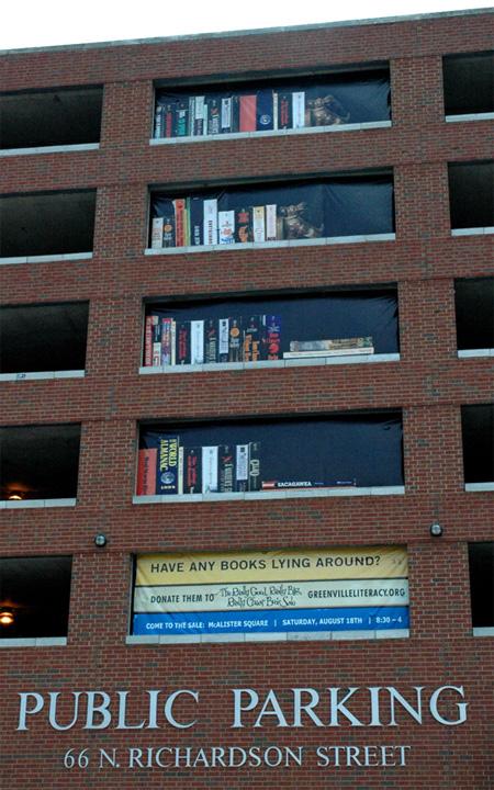 Heb je nog ergens boeken liggen?