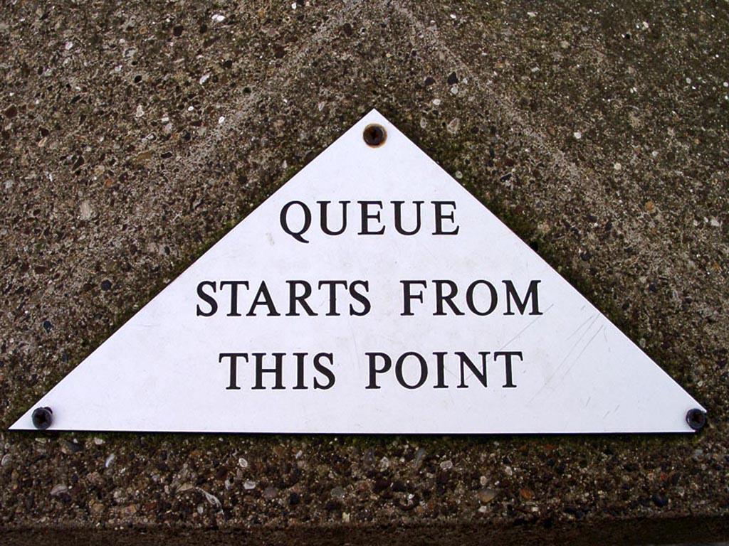 Queue starts from this point. De rij begint hier.