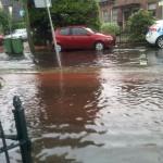 Aan het water wonen in Hilversum.  Veel regen.