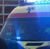Sinterklaas arriveert in de ambulance