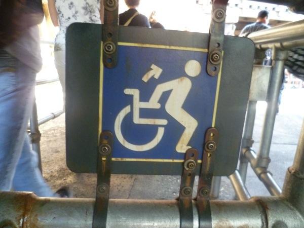 Sta op uit je rolstoel. Bord