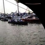 De stroom bootjes in de IJhaven tijdens SAIL Amsterdam 2015