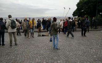 selfiestick in Parijs bij de Sacre Coeur