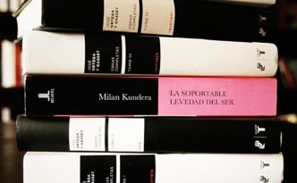 Rayuela Milan Kundera The bearable lightness of being. Life without consequences.
