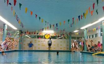 Afzwemmen, in het water springen om te watertrappelen