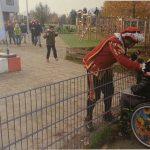Piet en dat meisje in de groene rolstoel
