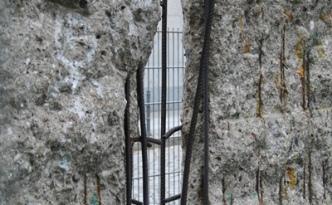Gat in de muur Berlijn Niederkirchnerstraße