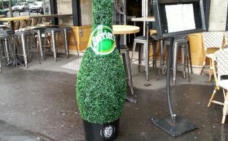Struikreclame Perrier Parijs