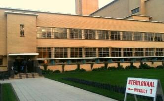 Gemeenteraadsverkiezingen-2014-HilversumRaadhuis.jpg