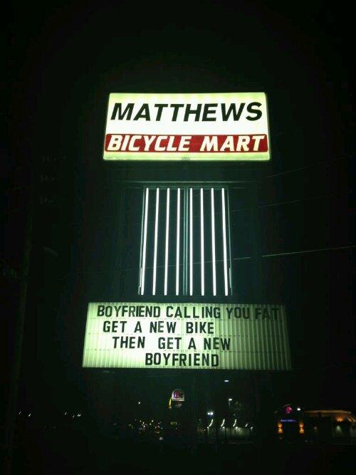 De juiste tekst zorgt voor meer verkopen? Billboard van een fietsenverkoper
